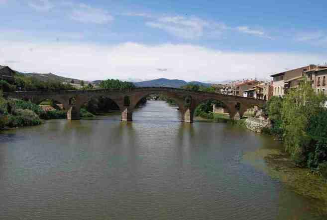 Puente la Reina, Roman bridge